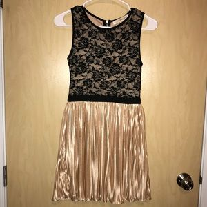 Black and gold dress!!